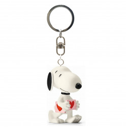 Keychain: Snoopy is holding a heart