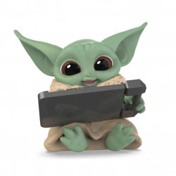 Star Wars Mandalorian Bounty Collection: The Child with Datapad Tablet